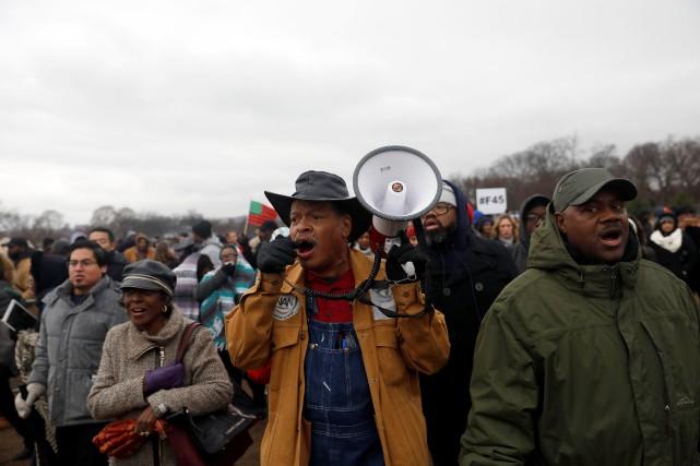 À Washington, la foule a pressé Donald Trump... (PHOTO Aaron P. Bernstein, REUTERS)