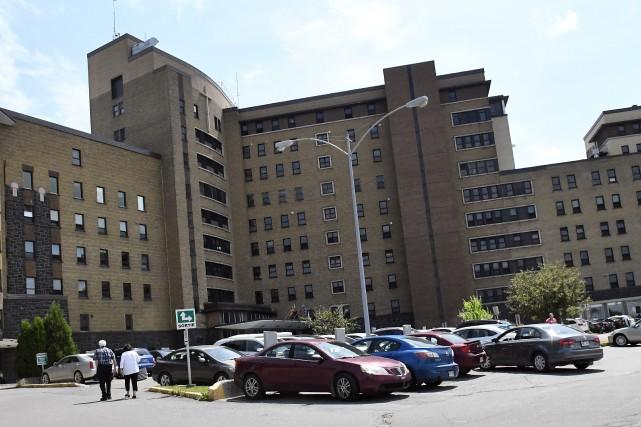 Les chirurgies de l'oesophage avaient lieu à l'hôpital... (Archives Le Progrès-Dimanche, Mariane L. St-Gelais)