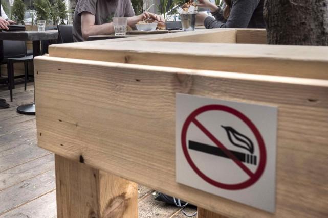 Plus de 5000 Québécois sont morts des suites d'un cancer du poumon causé par le... (Photo Paul Chiasson, archives La Presse Canadienne)