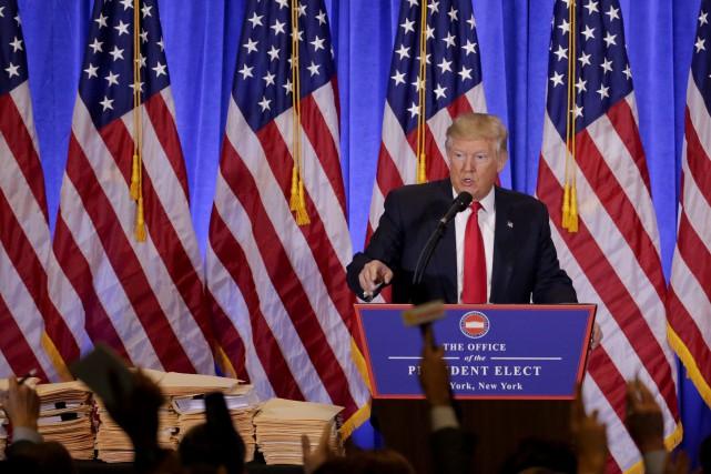 Le président élu répond aux questions des médias.... (Photo archives Associated Press)
