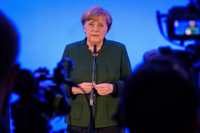 Angela Merkel a vu sa popularité baisser depuis... (PHOTO AFP)