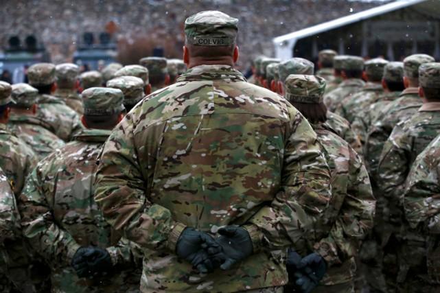 Des soldats de l'OTAN participaient samedi à une... (PHOTO REUTERS)