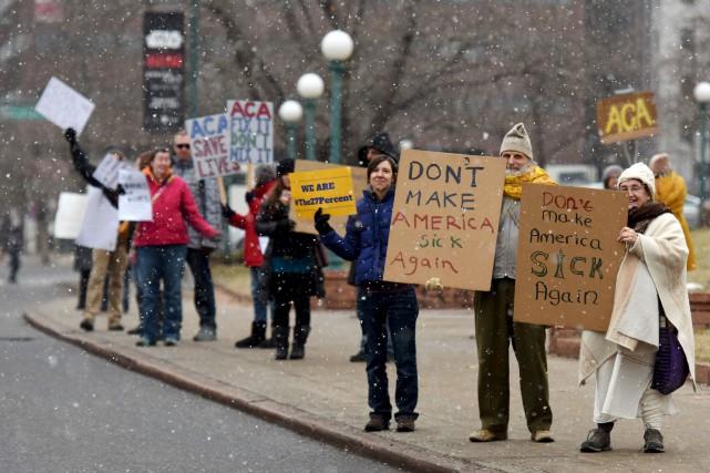 Des dizaines de manifestations pour défendre la réforme... (AFP, Chris Schneider)