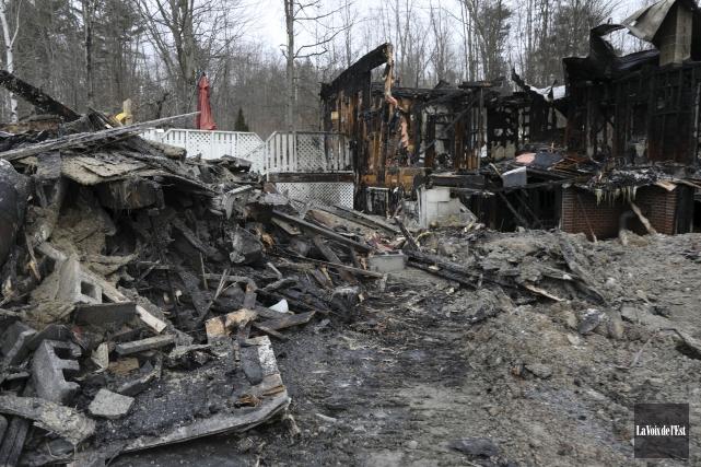 De passage sur les lieux de l'incendie samedi... (Catherine Trudeau, La Voix de l'Est)