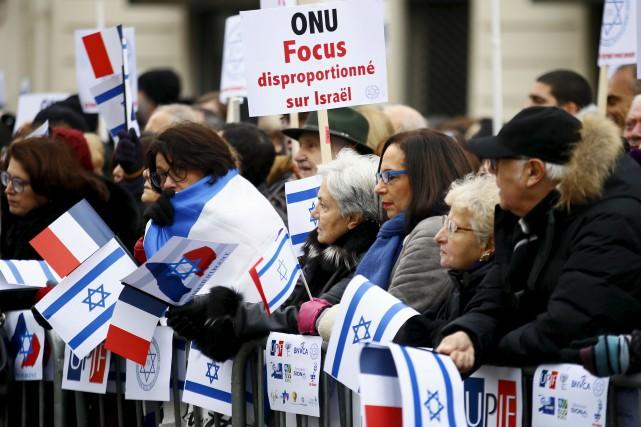 Mille personnes, selon la police, se sont rassemblées... (AP, François Mori)