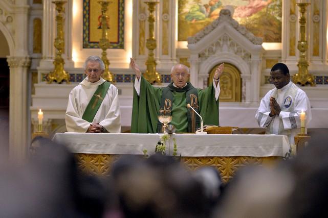 L'église du Très-Saint-Sacrement de Québec était bondée, dimanche... (Le Soleil, Pascal Ratthé)