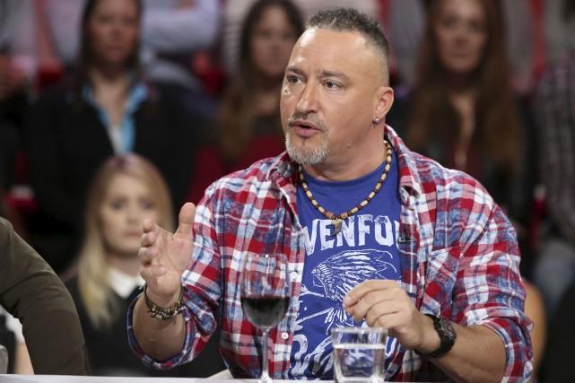 Vêtu d'un t-shirt et d'une chemise à carreaux,... (fournie par ICI Radio-Canada Télé)