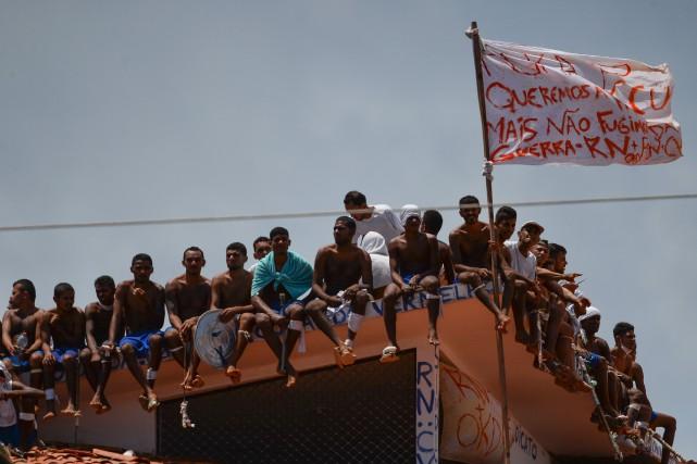Des images de l'AFPTV montrent un groupe de... (PHOTO AFP)