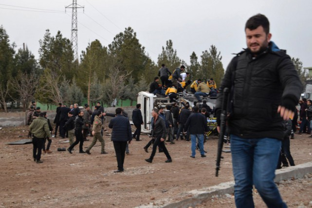 L'explosion a été causée par une bombe artisanale.... (PHOTO AFP)