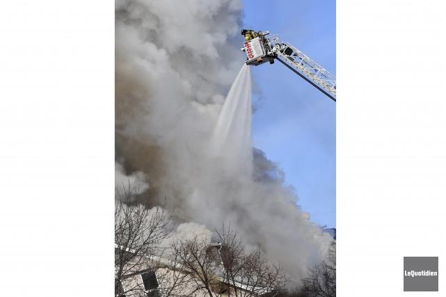 Le centre communautaire a été réduit en cendres,... (Archives Le Quotidien, Rocket Lavoie)