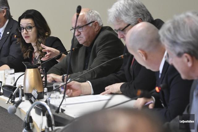 La conseillère Julie Dufour a interrogé ses collègues... (Photo Le Quotidien, Michel Tremblay)