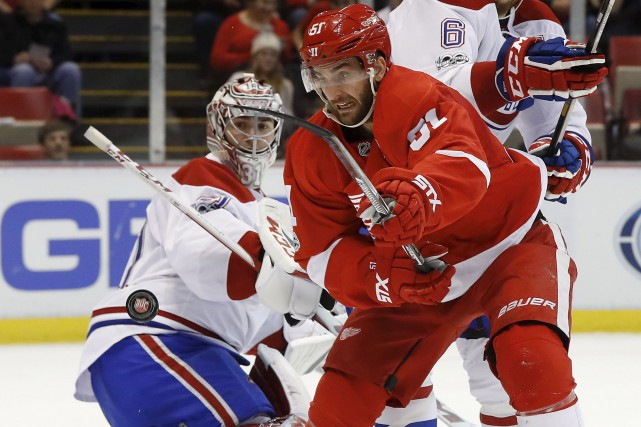 Le centre Frans Nielsen, des Red Wings, tente... (AP, Paul Sancya)