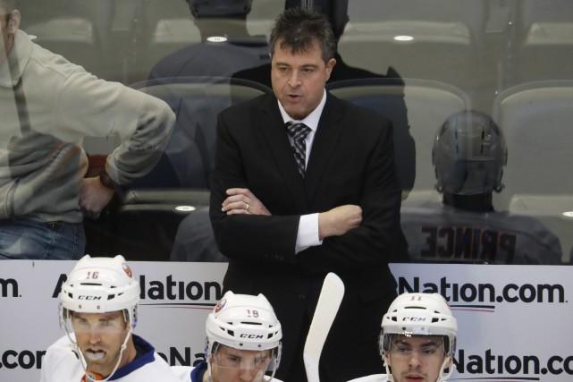 L'ex-entraîneur-chef des Islanders de New York, Jack Capuano.... (David Zalubowski, AP)