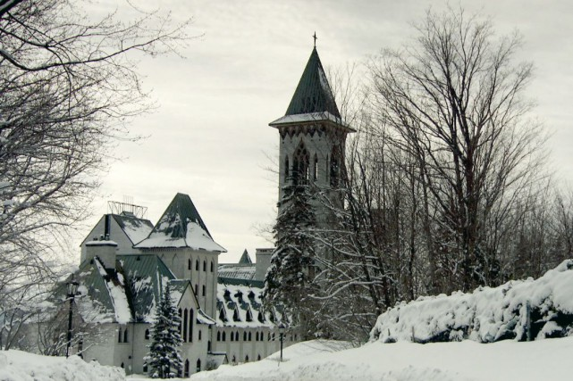 L'Abbaye de Saint-Benoît-du-Lac nous ouvre ses portes pour... (Télé-Québec)