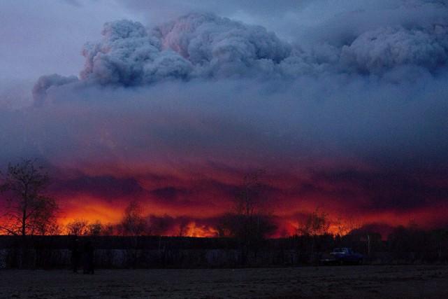 L'immense brasier a détruit 1800 maisons unifamiliales et... (Photo Jason Franson, archives La Presse canadienne)
