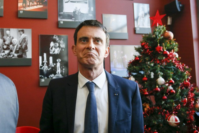 Manuel Valls a visité mardi le Théâtre national... (PHOTO REUTERS)