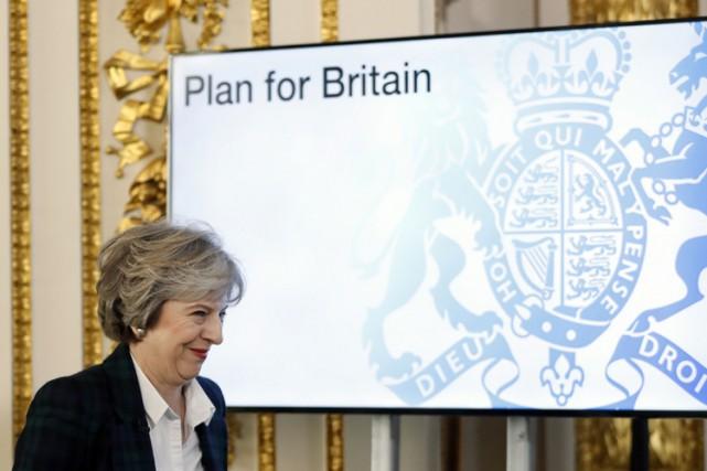 Après des mois d'incertitudes sur ses intentions, Theresa... (PHOTO AFP)