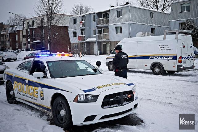 Les policiers ont mené plusieurs perquisitions à Contrecoeur.... (Patrick Sanfaçon, La Presse)