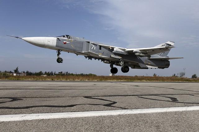 Un bombardier russe Su-24M.... (PHOTO ARCHIVES REUTERS)