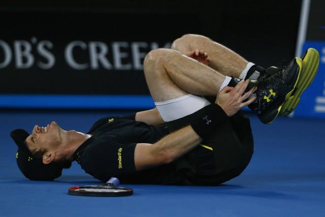 Andy Murray s'est fait une petite frayeur en... (Photo Thomas Peter, Reuters)