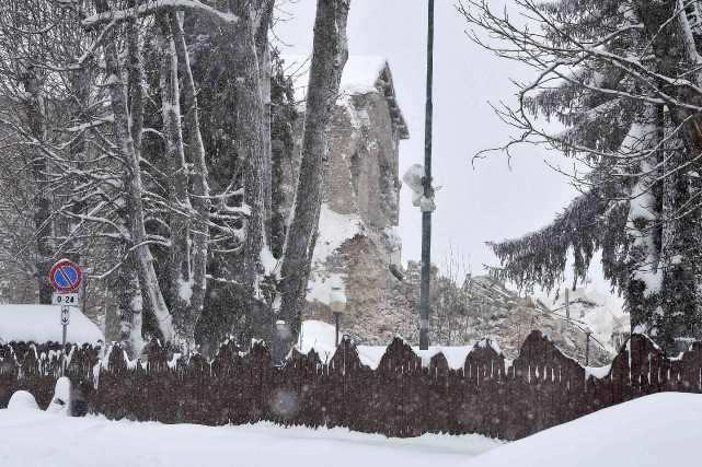 Amatrice,qui a vu s'écrouler mercredi le clocher d'une... (Photo Emiliano Grillotti, Reuters)