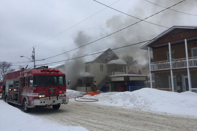 Un incendie s'est déclaré en début d'après-midi, mercredi,... (Photo: Audrey Tremblay)