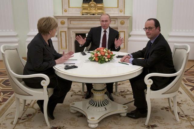 Angela Merkel, Vladimir Poutine et François Hollande... (PHOTO Alexander Zemlianichenko, ARCHIVES AP)