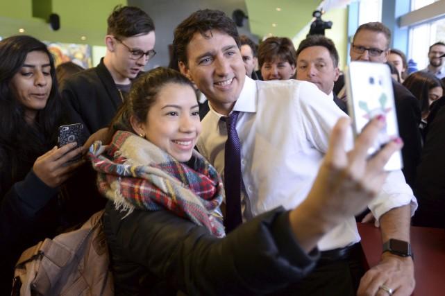 Justin Trudeau a fait un bain de foule,... (La Presse canadienne, Ryan Remiorz)