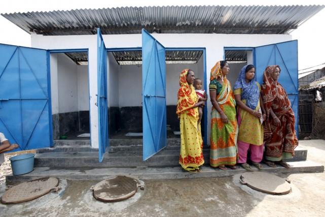 Ces nouvelles latrines groupées remplacent celles suspendues dans... (Adam Hart-Davis)