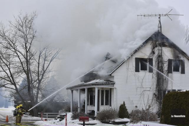 Un incendie a détruit une maison centenaire du... (Photo: Le Nouvelliste, François Gervais)