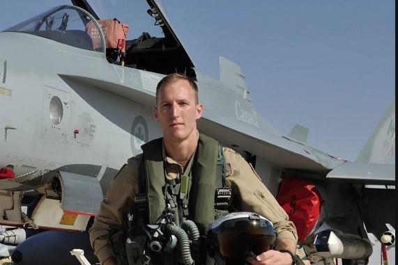 Le capitaine Matthew Kutryk, pilote de l'escadron 425... (Photo courtoisie)