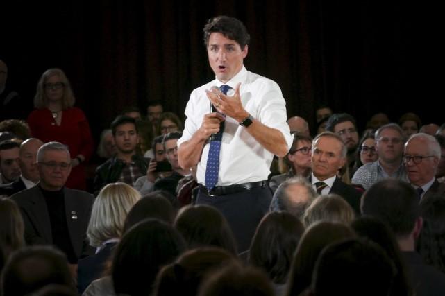 ÉDITORIAL / La « bévue » du premier ministre Justin Trudeau, qui a répondu en... (Spectre Média, Julien Chamberland)