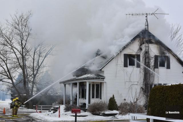 Un incendie a détruit une maison centenaire du... (François Gervais, Le Nouvelliste)