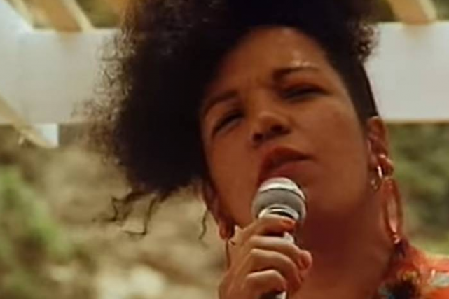 La chanteuse brésilienne Loalwa Braz Vieira, interprète du... (IMAGE TIRÉE DE YOUTUBE)