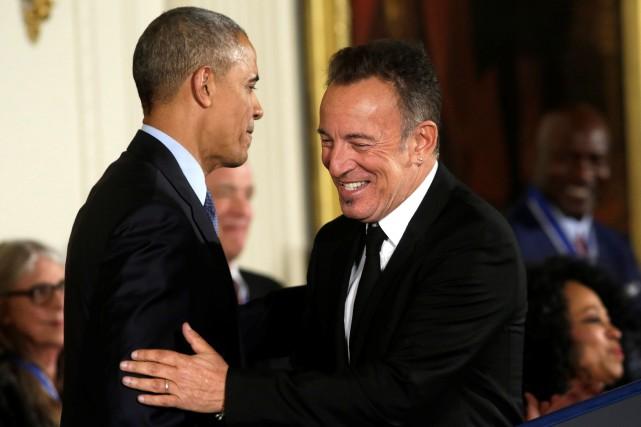 Bruce Springsteen (à droite), vu ici alors qu'il... (Photo Yuri Gripas, Archives Reuters)