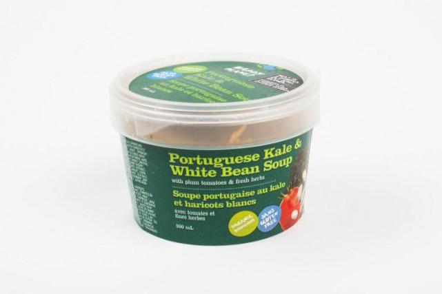 La soupe portugaise au kale et haricots blancs... (Photo Olivier PontBriand, La Presse)