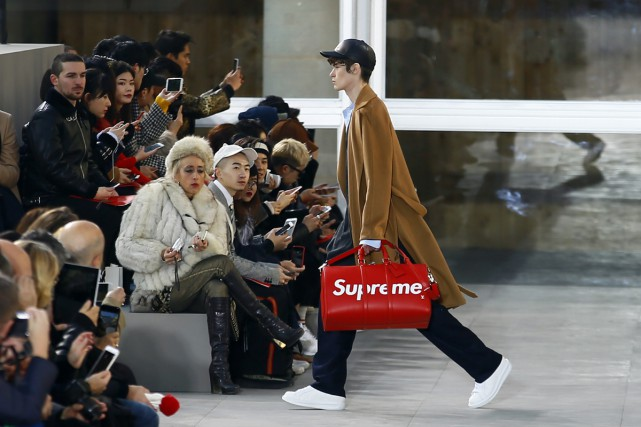 Louis Vuitton a opté pour le bitume. Le... (PHOTO AP)