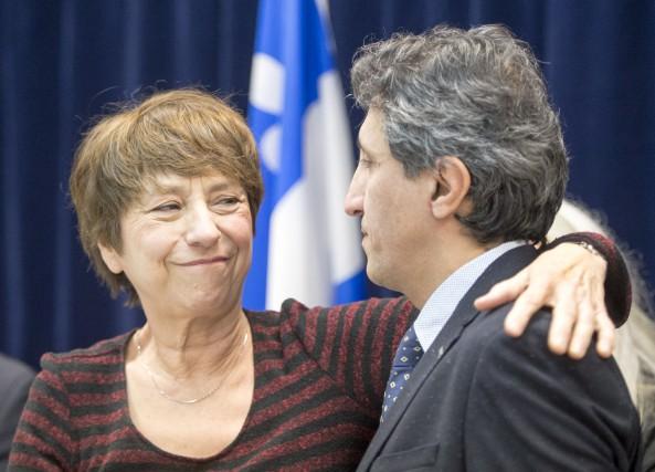 Francoise David salue son confrère Amir Khadir après... (La Presse Canadienne)