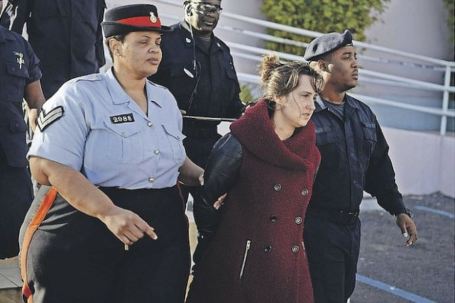 Karine Gagné, lors de son arrestation aux Bahamas.... (The Tribune, Nassau)