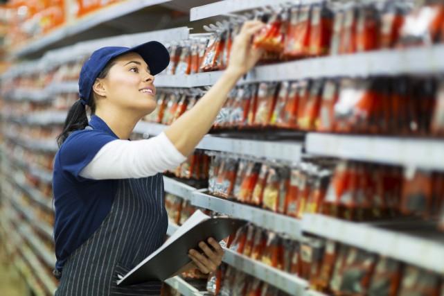 La plupart des travailleurs québécois au salaire minimum... (123RF/HONGQI ZHANG)