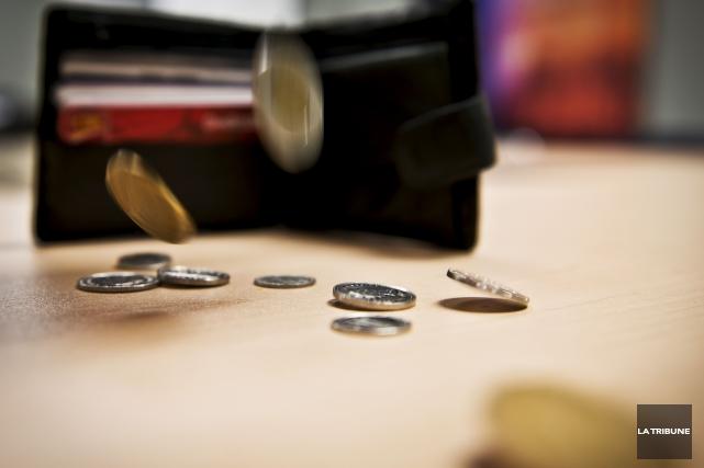 ÉDITORIAL / L'augmentation du salaire minimum de 50 cents l'heure pour le... (Archives, La Tribune)