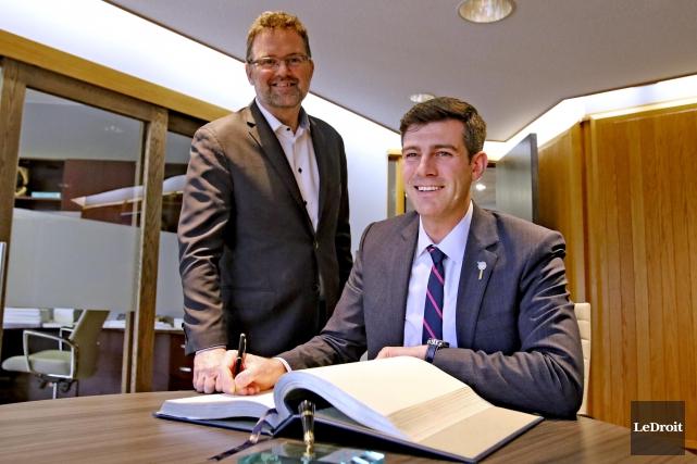 Le maire Maxime Pedneaud-Jobin a accueilli son homologue... (Patrick Duquette, Le Droit)