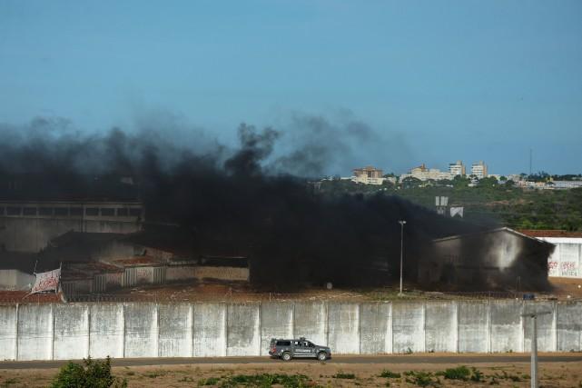 Des affrontements violents entre gangs rivaux ont eu... (AFP, Andressa Anholete)
