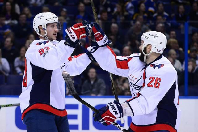 Andre Burakovsky, T.J. Oshie et Evgeny Kuznetsov ont récolté un but et une aide... (PHOTO REUTERS)