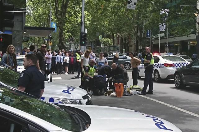 Les autorités ont rapporté que trois personnes étaient... (AP, Luke Costin)