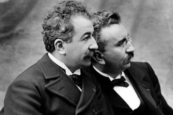 Auguste et Louis Lumière... (Photo tirée deWikimedia Commons)