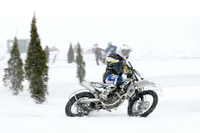 Les motos sur glace sont bienvenues sur le... (Julie Catudal, archives La Voix de l'Est)