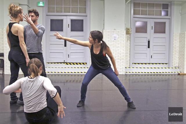 En pleine répétition, les danseurs du nouveau spectacle... (Patrick Woodbury, Le Droit)