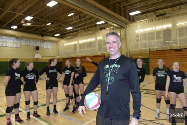Julien Paquette est coach de l'équipe de volleyball... (Le Soleil, Jean-Marie Villeneuve)