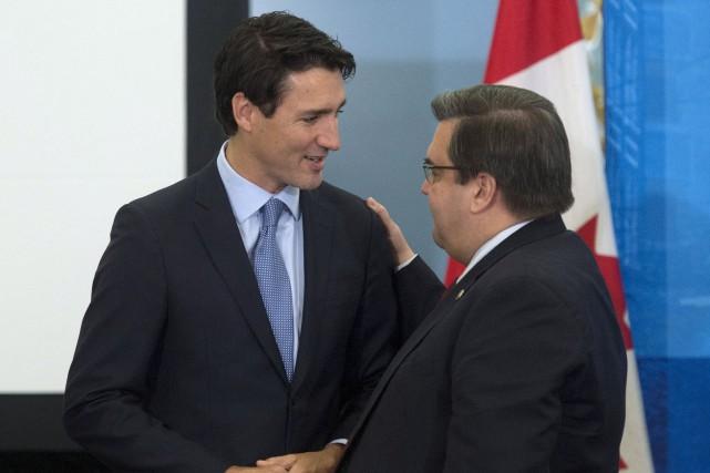 En réunion avec les maires des grandes villes... (Adrian Wyld, La Presse canadienne)
